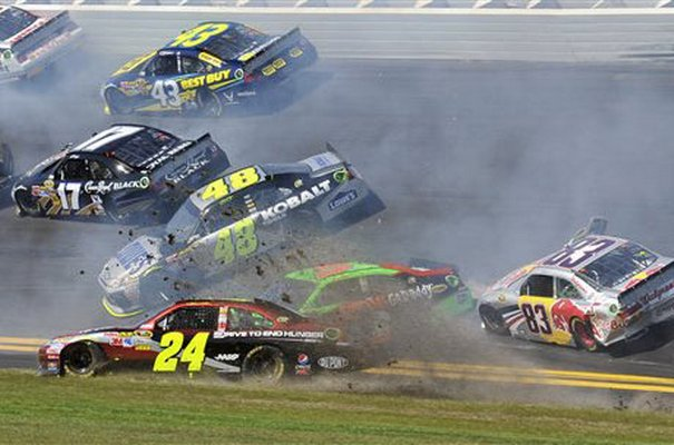 jimmie johnson car 2011. Daytona 2011: 17-Car Crash