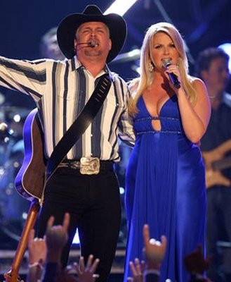 The gallery for current pictures of garth brooks daughters for Garth brooks and trisha yearwood married