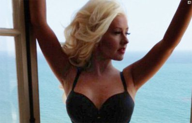 Play Aguilera Posts Sultry Photo Free Online