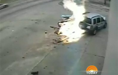 Play Jeep Hits Gas Pump in Fiery Crash Free Online