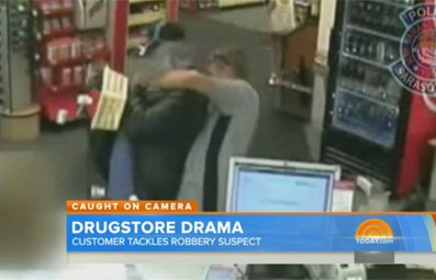 Play Customer Tackles Drugstore Robber Free Online