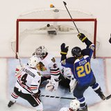 Steen lifts Blues by Blackhawks in 3OT