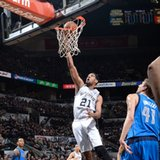 Duncan scores 27 as Spurs rally by Mavs