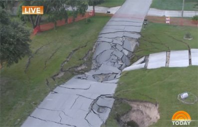 Play Huge Sinkhole Threatens Neighborhood Free Online