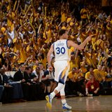 Curry's 34 lift Warriors, Davis has 35