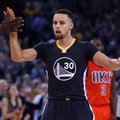 Golden State Warriors' Stephen Curry gets a high-five during the second half of the team's NBA basketball game against the Oklahoma City Thunder, Saturday, Feb. 6, 2016, in Oakland, Calif. The Warriors won 116-108. (AP Photo/George Nikitin)