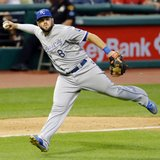 Moustakas, Royals agree to $14.3 million, 2-year contract