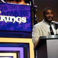 Former NFL player Daunte Culpepper announces that the Minnesota Vikings selects Clemson's Mackensie Alexander as the 54th pick in the second round of the 2016 NFL football draft, Friday, April 29, 2016, in Chicago. (AP Photo/Charles Rex Arbogast)