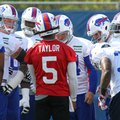 Buffalo Bills quarterback Tyrod Taylor talks to teammates during an NFL football practice in Orchard Park, N.Y., Tuesday, May 24, 2016. (AP Photo/Bill Wippert)