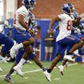 New York Giants wide receiver Victor Cruz, right, runs a drill during NFL football training camp, Friday, July 29, 2016, in East Rutherford, N.J. (AP Photo/Julio Cortez)