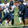 Denver Broncos running back C.J. Anderson, left, takes part in drills as running backs coach Eric Studesville applies pressure with a pair of boxing gloves during the team's opening session of training camp Thursday, July 28, 2016 in Englewood, Colo. (AP Photo/David Zalubowski)