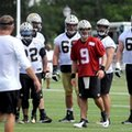New Orleans Saints quarterback Drew Brees (9) looks for the next play to be called during the NFL football teams training camp in White Sulphur Springs, W.Va., Thursday, July 28, 2016. (AP Photo/Chris Tilley)
