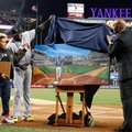 Boston Red Sox designated hitter David Ortiz, second from left, and his son D'Angelo, left, watch as retired New York Yankees relief pitcher Mariano Rivera helps unveil a painting that was given to Ortiz by the Yankees before a baseball game between the Yankees and the Red Sox in New York, Thursday, Sept. 29, 2016. (AP Photo/Kathy Willens)