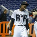 Miami Marlins second baseman Dee Gordon wears a T-shirt reading RIP in honor of pitcher Jose Fernandez during batting practice before a baseball game against the New York Mets, Monday, Sept. 26, 2016, in Miami. Fernandez was killed in a boating accident early Sunday. (AP Photo/Lynne Sladky)