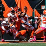 A.J. Green's 1-handed catch in scrum shows off his juggling